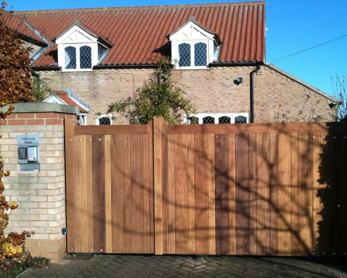 Automated Wooden Gate in Ropsley