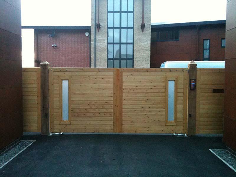 Donnisthorpe wooden gate entrance