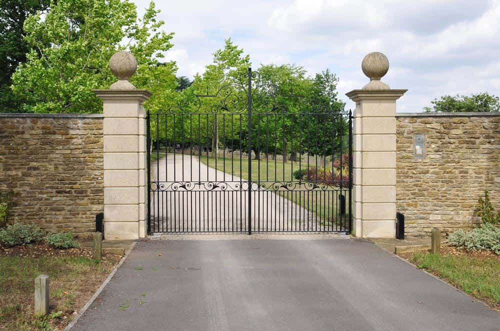 Remote Controlled Driveway Gates In Newark On Trent